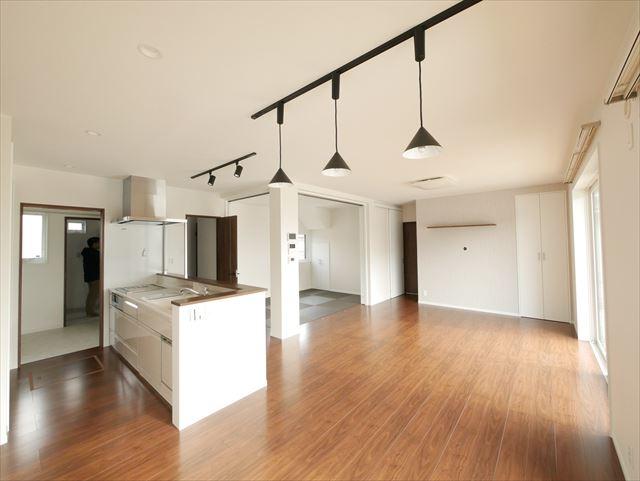 キッチンから隅々まで見通せる家事楽な大空間